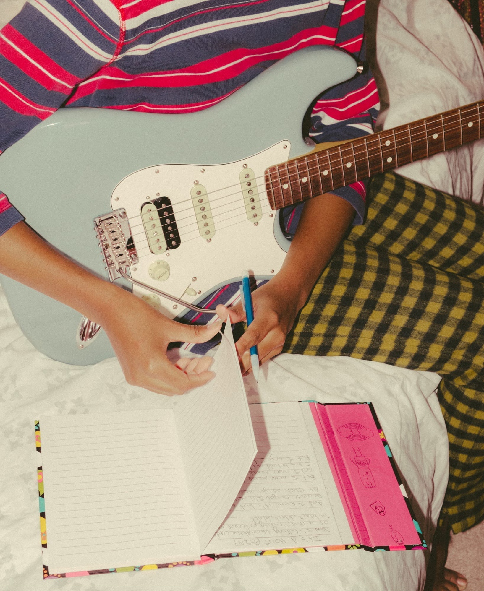Womens Bass Guitar T-Shirt Finest BASSISTS Born APRIL Music Birthday Christmas